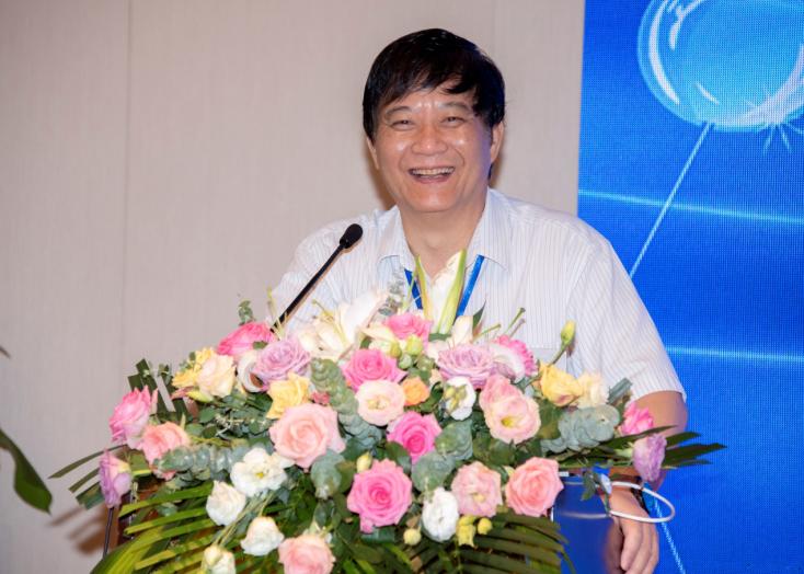 中国科学院院士、香港科技大学教授唐本忠致欢迎辞。