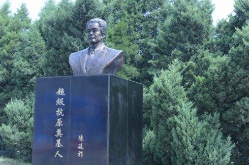 坐落在沈阳协合集团院内的陈廷祚先生铜像